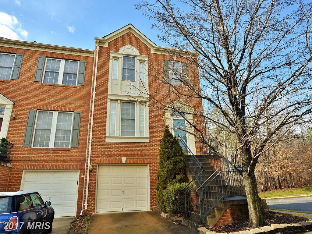 Beautiful 3BR brick-front end-unit Townhouse In Springfield At Greenwood thumbnail