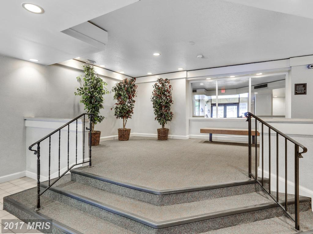 Lovely, Bright, Top Floor Condo with Balcony at Ivymount Court In Annandale thumbnail