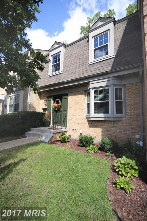 Charming Brick Townhome in Pristine Condition at Woodlynne Community in Fairfax thumbnail