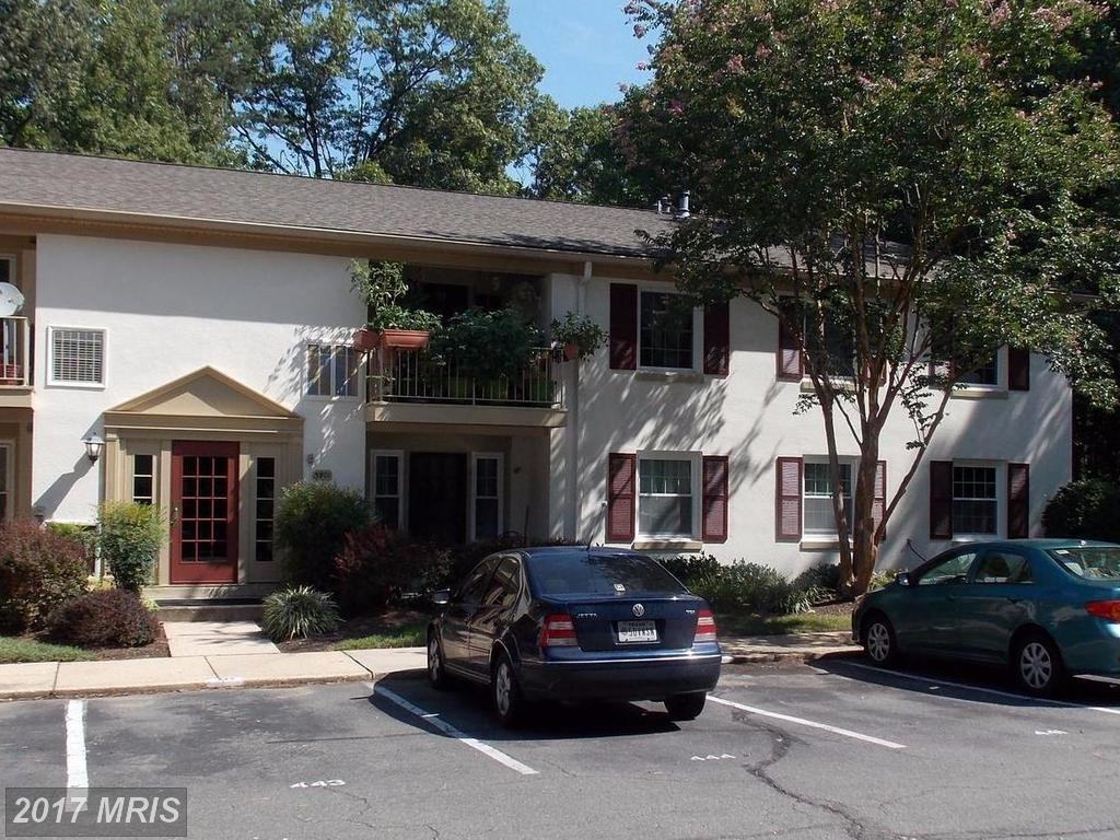 Come live in this large 3 bedroom / 2 full bath Condo in Cardinal Forest In Springfield thumbnail