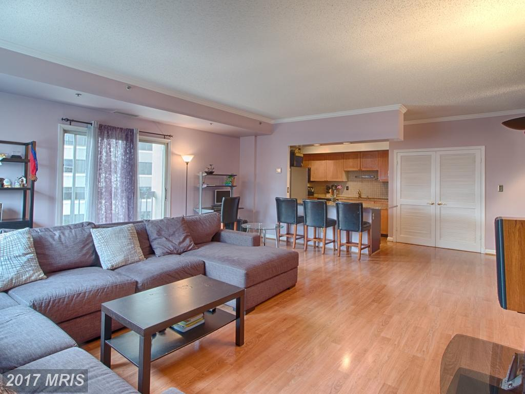 $485,000 For 2 BR / 2 BA Contemporary In 22202 thumbnail