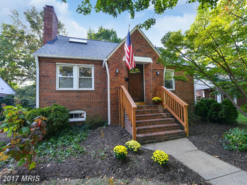 3 BR / 2 BA Cape Cod Listed At $775,000 In Alexandria thumbnail