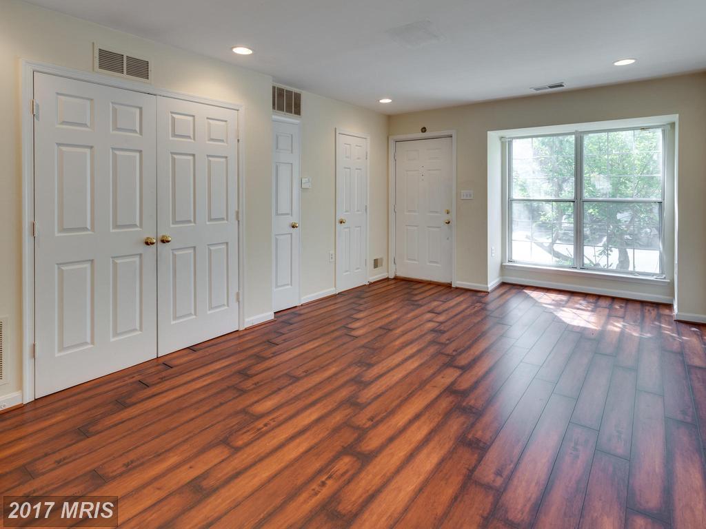 13112 Quail Creek Ln, Fairfax, VA 22033