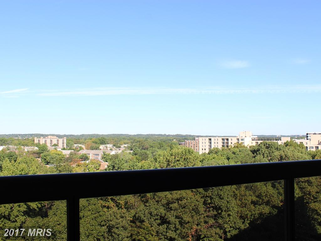 Photo of 203 Yoakum Pkwy #1615