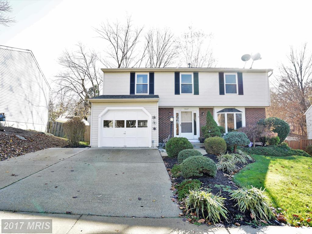 Charming Colonial on a cul de sac with fenced in backyard At Summerhill In Lorton thumbnail