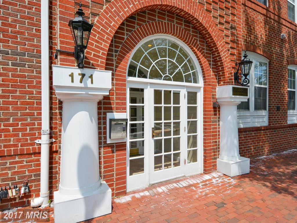 171 Somervelle St #105, Alexandria, VA 22304