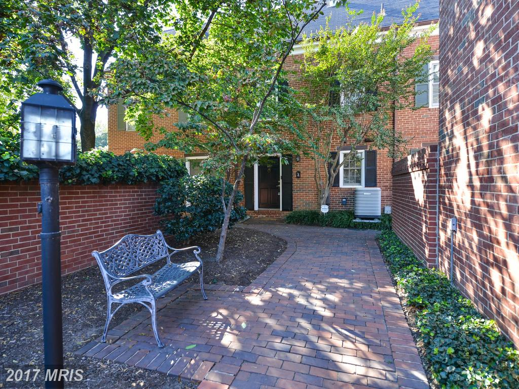 107 King Henry Ct, Alexandria, VA 22314