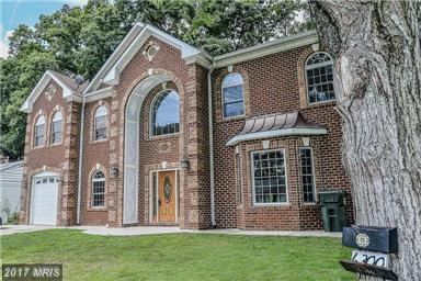 Spotlight on this 6 Bedroom Rental in Alexandria thumbnail