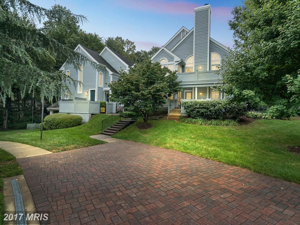 A Beginner's Guide To Real Estate In Hampton Pointe thumbnail
