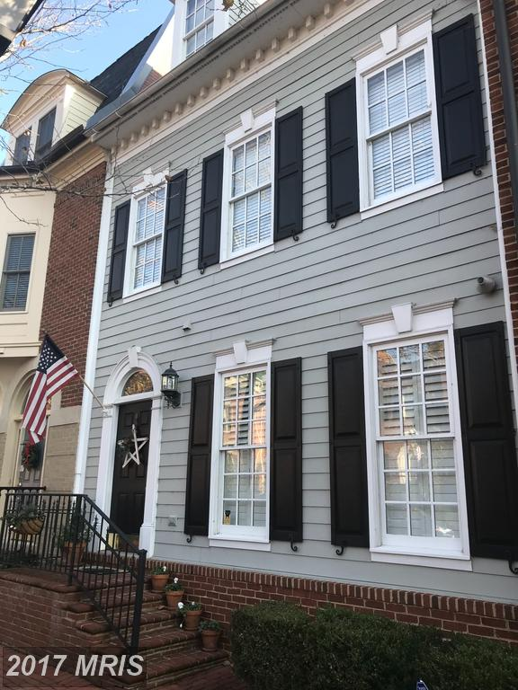 Staging Tips For Sellers With A Townhouse In Chatham Square thumbnail