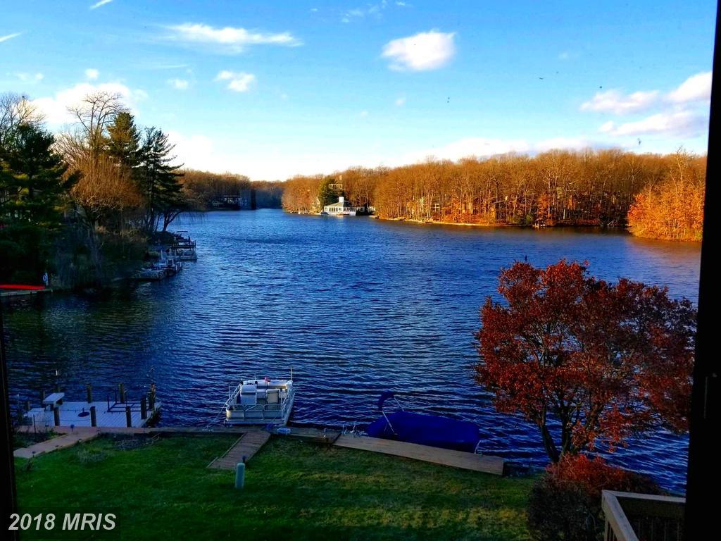 $727,900 :: 2002 Lakewinds Dr Reston Virginia 20191 thumbnail