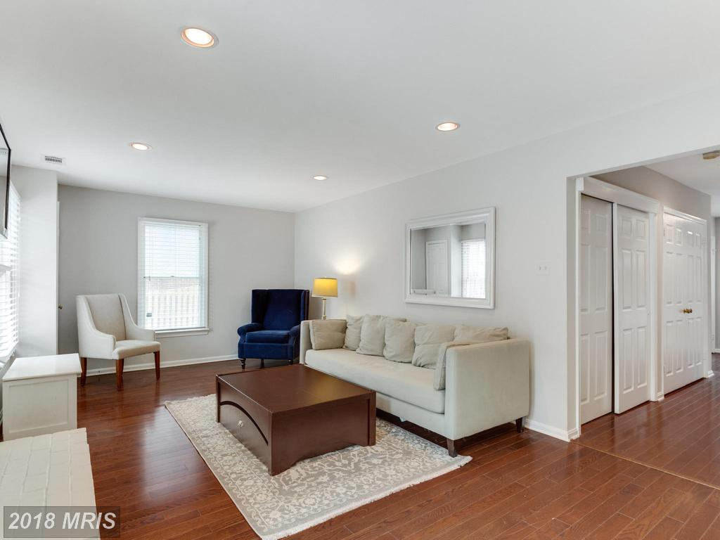 2943 Oakborough Sq, Oakton, VA 22124