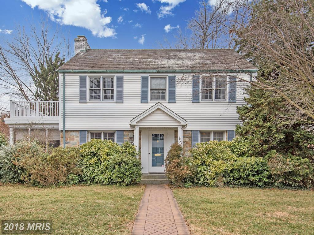How Much Does A $924,500 3-bedroom Colonial-style House In 22207 In Arlington Cost? thumbnail