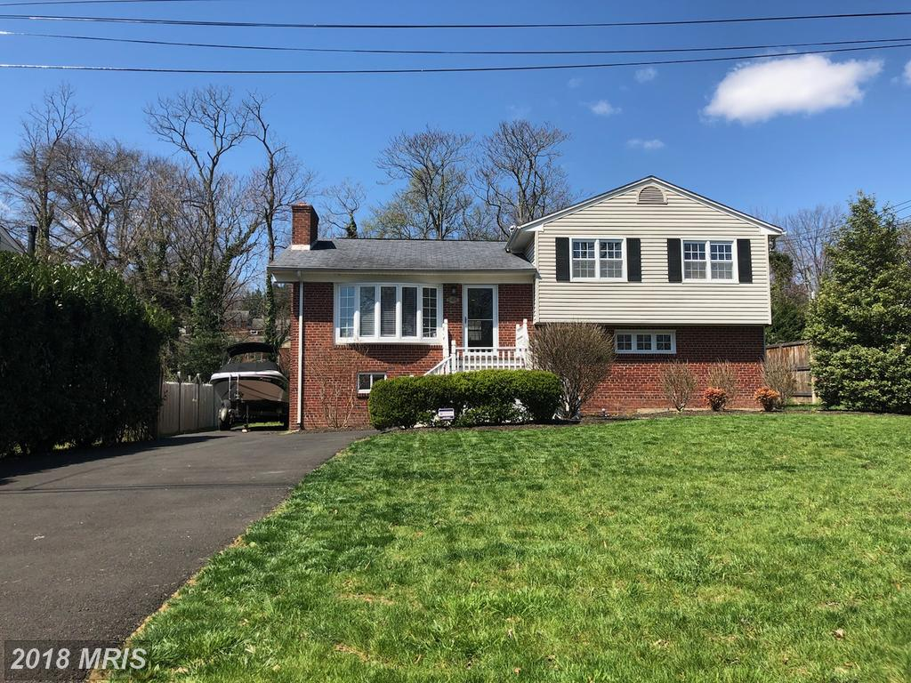 What Options Are There For Shoppers Who Want To Buy A $725,000 4-BR 2 BA House In Fairfax County? thumbnail