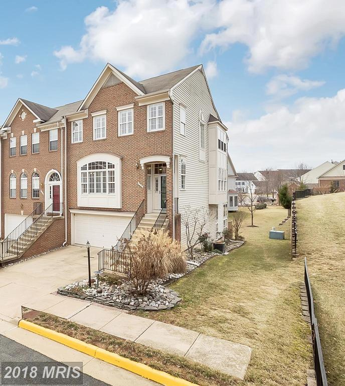 Things To Love A 3-bedroom Colonial-style Townhouse Like 5240 Cozy Glen Ln In Fairfax County thumbnail