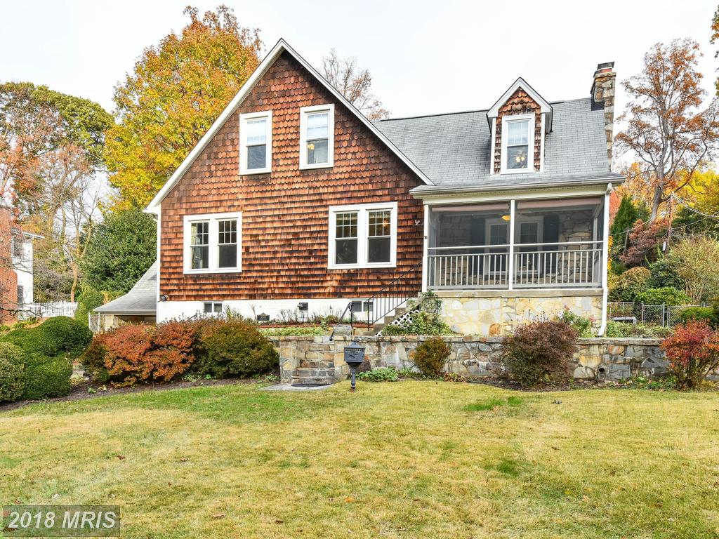 $875,000 For 4 BR / 3 BA Cape Cod In Alexandria thumbnail
