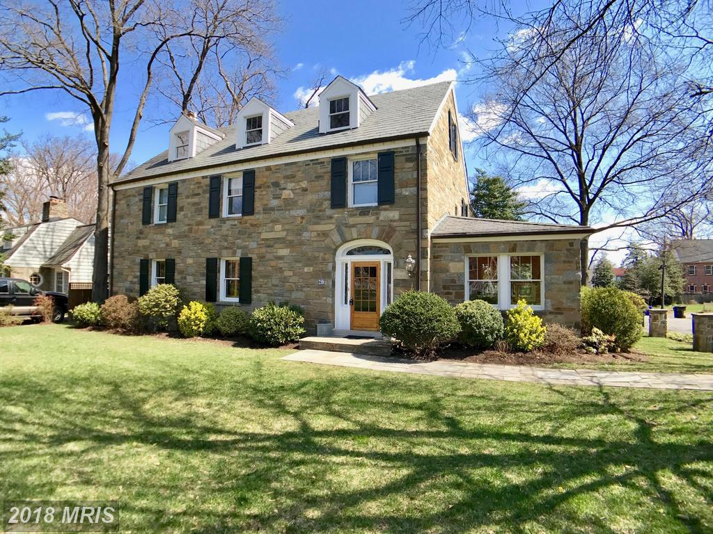 Sprawling Georgian For Sale In Arlington thumbnail