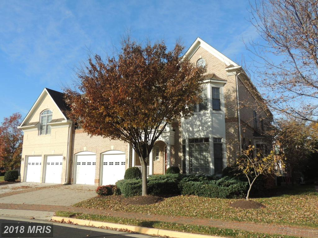 Is A Traditional Like 12723 Lady Somerset Ln In 22033 In Fairfax County} Right For You? thumbnail
