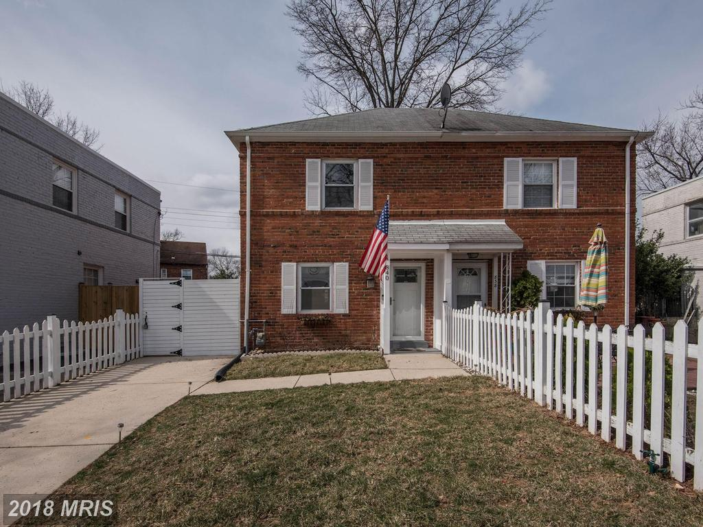 3-bedroom Conspicuous Colonial-Style Home Listed In Arlington, Virginia thumbnail