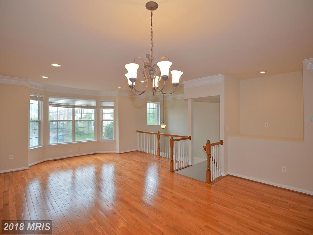 4582 Barringer Pl, Fairfax, VA 22030