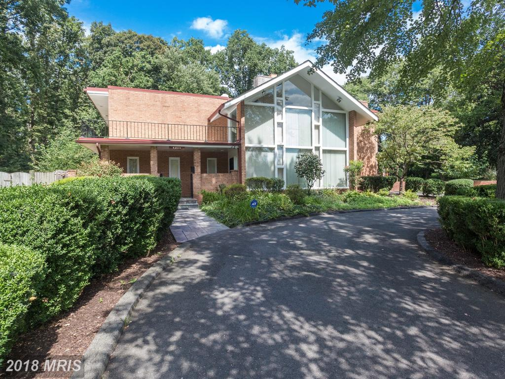 $850,000 For 4 BR / 3 BA Contemporary In Northern Virginia thumbnail