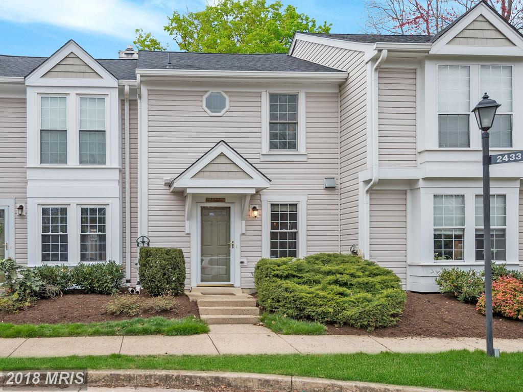 Looking For A 2 Bedroom Townhouse In Arlington? thumbnail