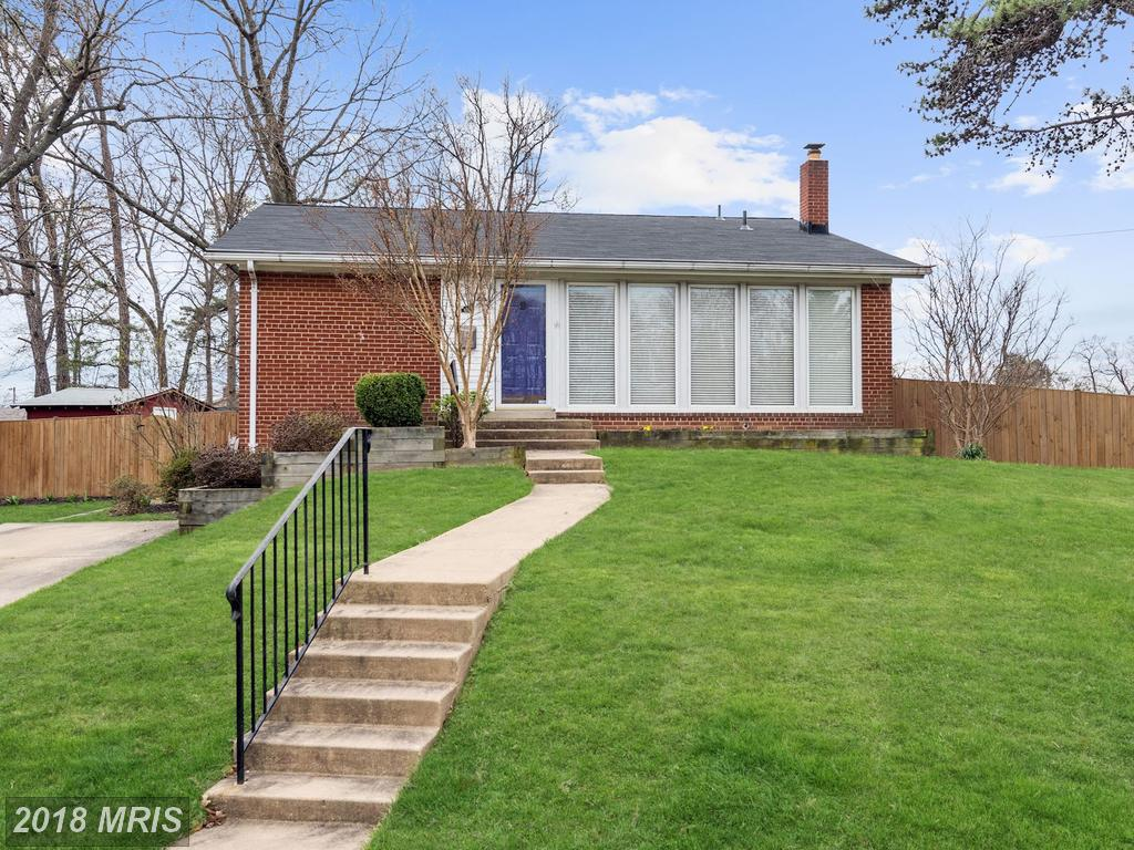 Mint-Condition Modest Detached House Listed For $439,000 In Fairfax County thumbnail