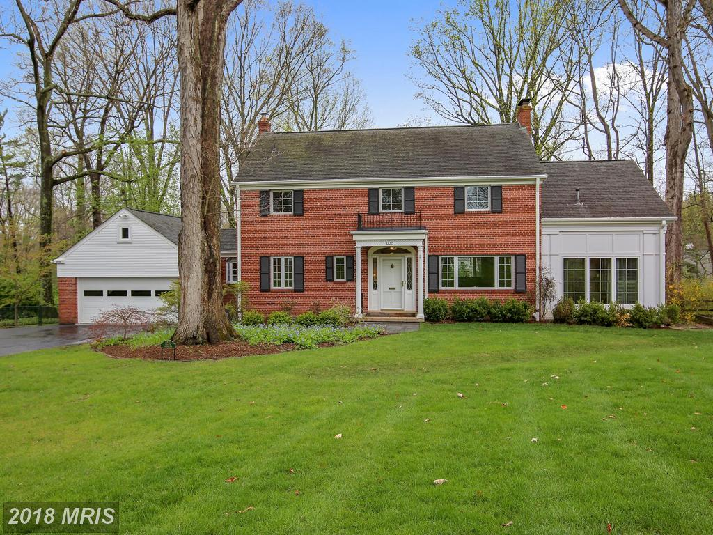 Beautiful, Light-filled 3 BR/2 FB/2 HB Colonial On Landscaped Lot In 22044 - $1,000,000 thumbnail
