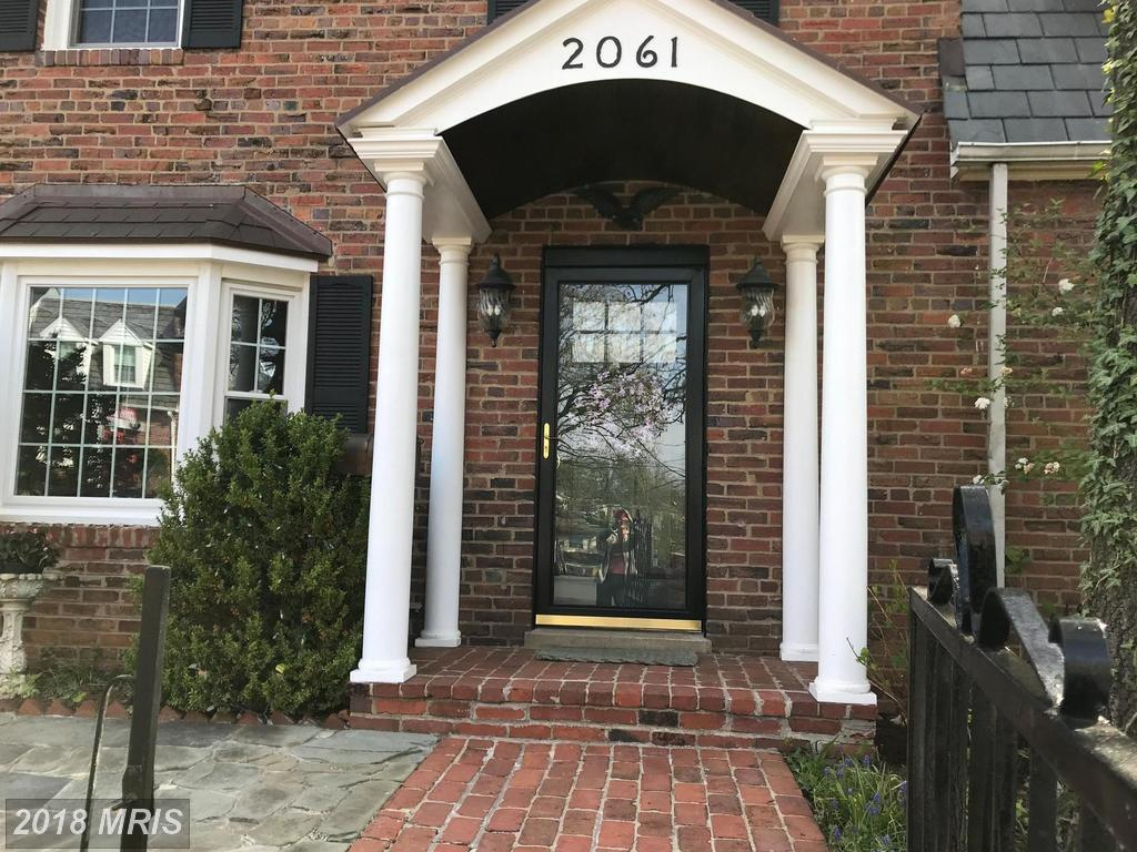 Check Out Glebewood Village For A 2-bedroom Colonial-style Townhome Listed $619,000 In 22207 In Arlington County thumbnail