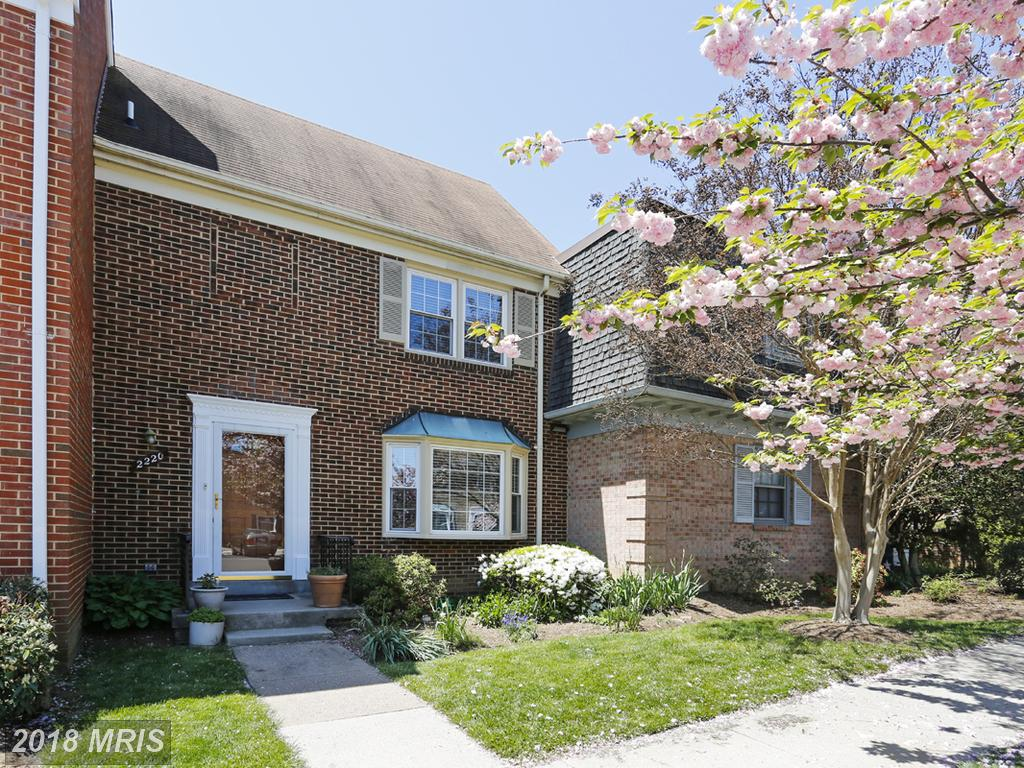 Looking For A 3 Bedroom Colonial-style Townhouse In Arlington? thumbnail