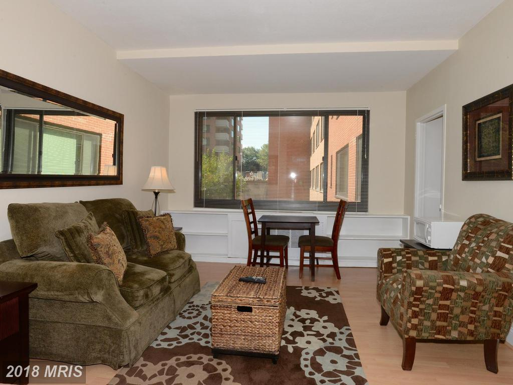 How Much For The Most Compatible Art Deco-Home At River Place In Arlington? thumbnail