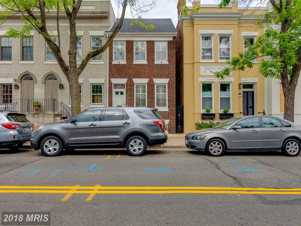 19th-Century Enchanting Federal-Home Townhouse Advertised For Sale In 22314 thumbnail