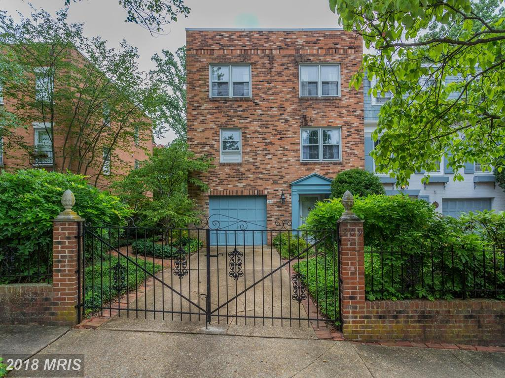 $925,000 For 3 BR / 2 BA Townhome In 22046 thumbnail