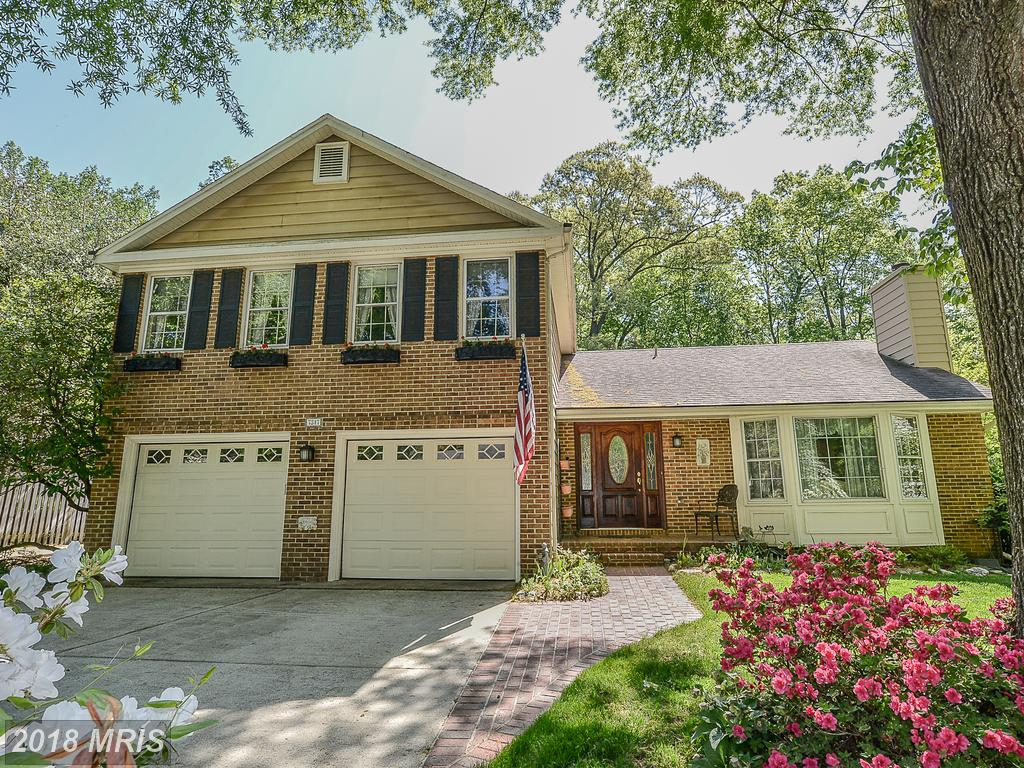 Shopping For Your Best Buy On A Big 4-Bedroom House In Springfield, Virginia thumbnail