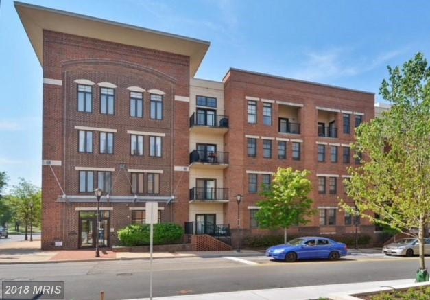 Mid-Rise Condo In Alexandria, Virginia thumbnail