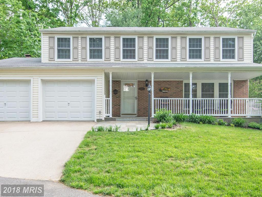 Shopping $644,900 4-bedroom Colonial-style Listings In Burke Centre? thumbnail