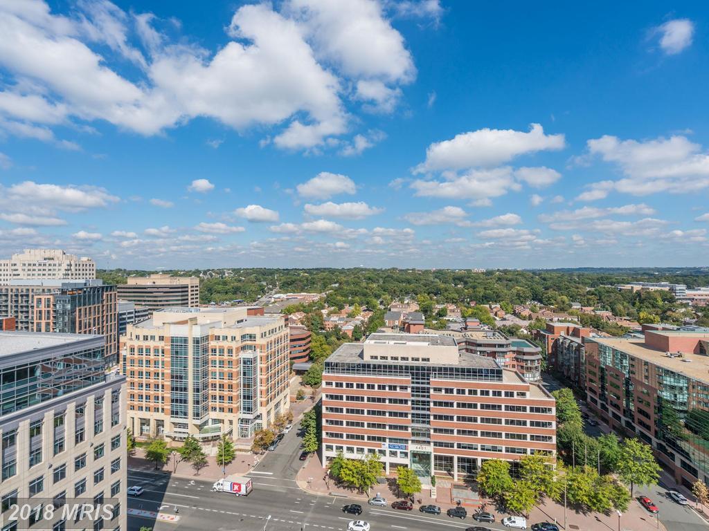 21st-Century Condominium In Arlington County thumbnail