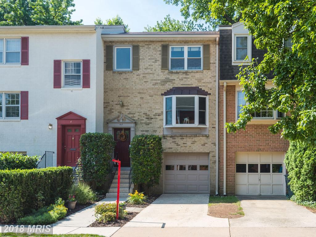 What Choices Of Townhouse Are In The Neighborhood Of Braddock Rd. Metro In 22301 For Around $750,000? thumbnail