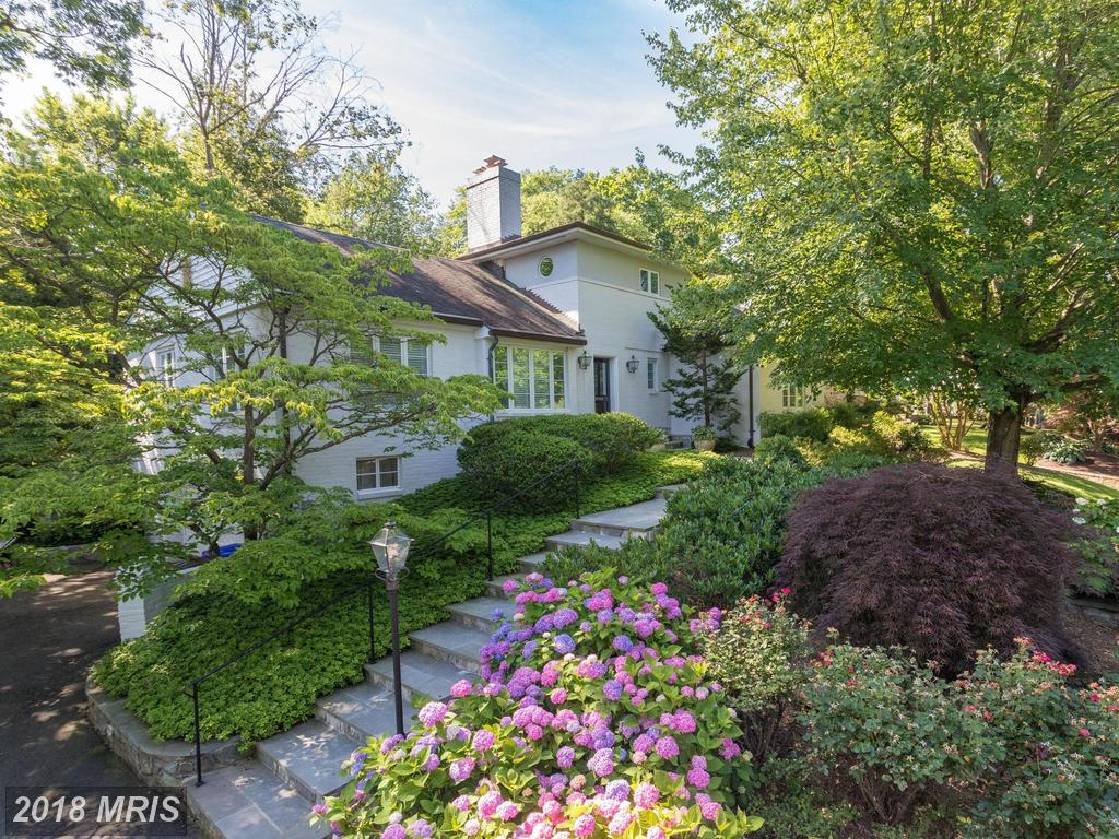 3 Beds // 4 Full Baths - 0 Half Baths // $1,500,000 In 22207 In Arlington At Country Club Hills thumbnail