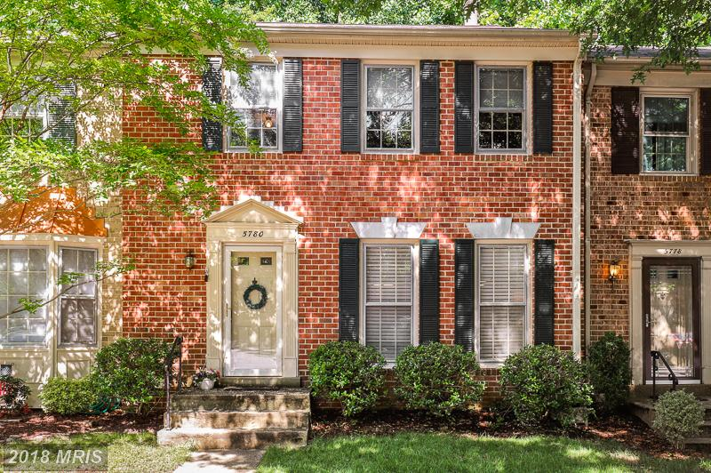 Fairfax County Real Estate: Features You Can Expect In A Late 20th-Century 3-Bedroom Townhouse thumbnail