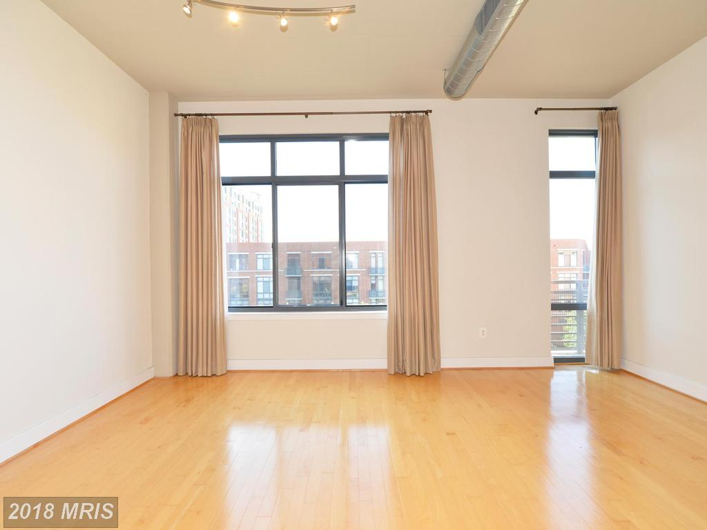Compelling  $1,700 Studio Residence At Condos At Carlyle Square thumbnail