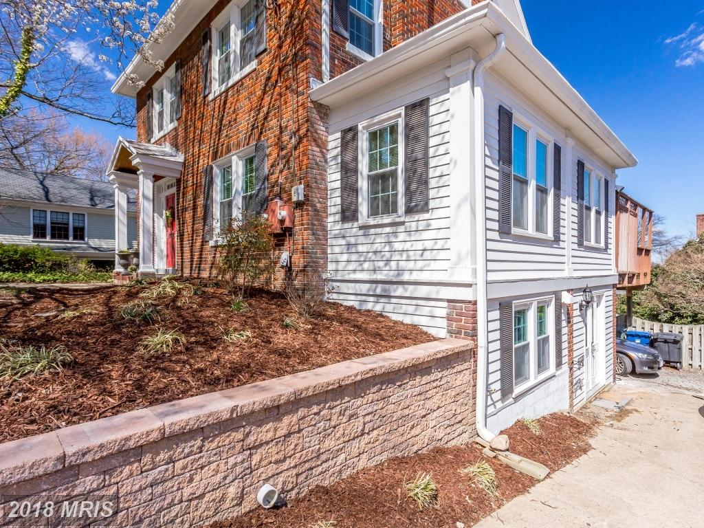 House For $1,099,000 In Alexandria thumbnail