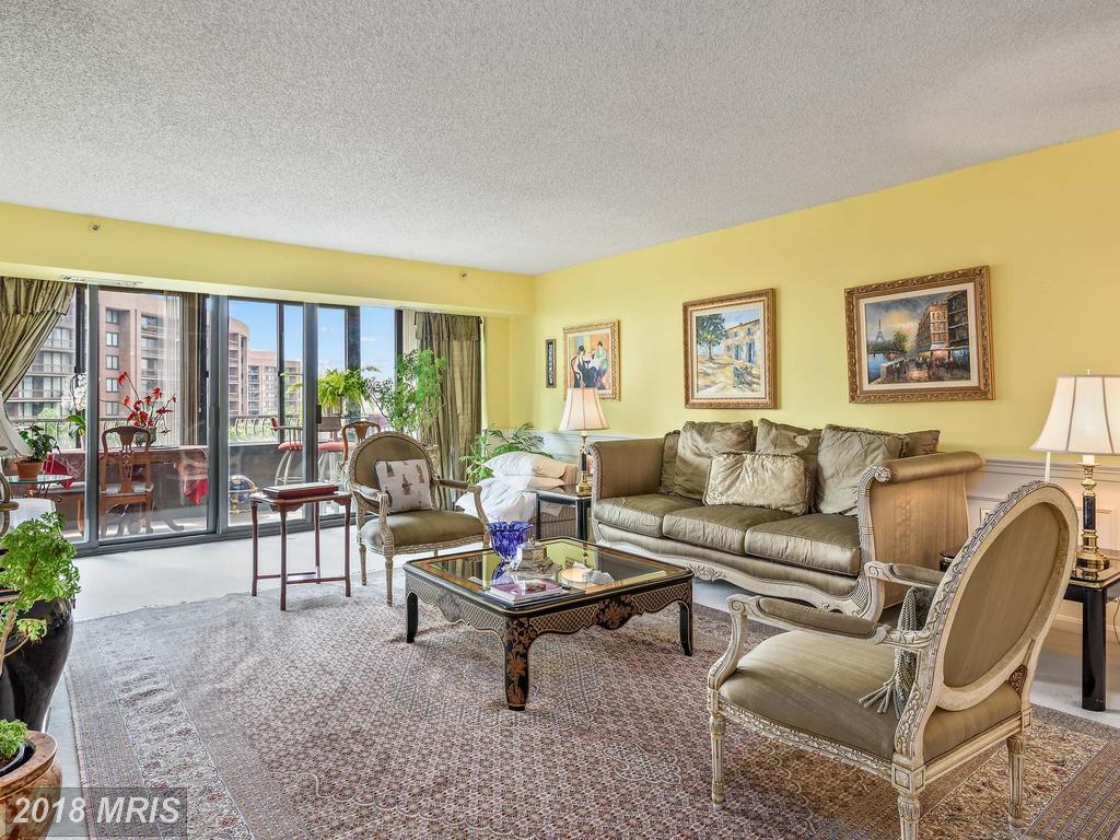 $699,900 In Arlington At Crystal Gateway // 3 Beds // 2 Full Baths - 1 Half Baths thumbnail