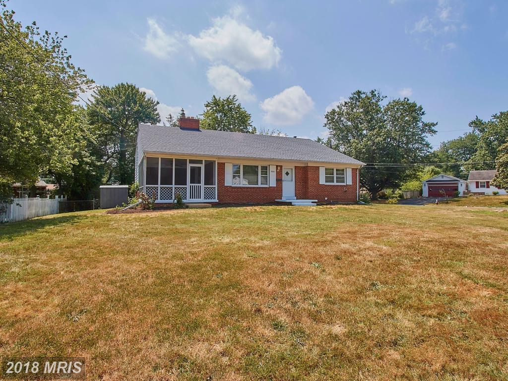$599,000  //  5851 Glen Forest Dr Falls Church VA 22041 thumbnail