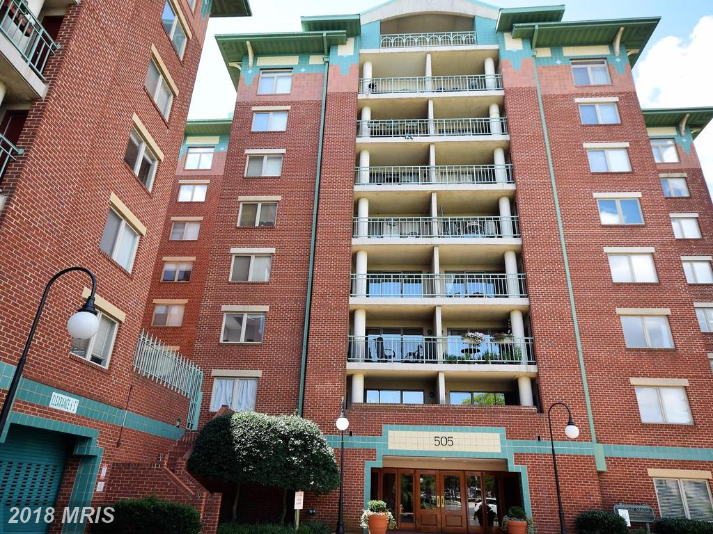 In Alexandria At Near Braddock Road Metro Station For Rent $2,400 // 2 Beds // 1 Full Baths - 1 Half Baths thumbnail