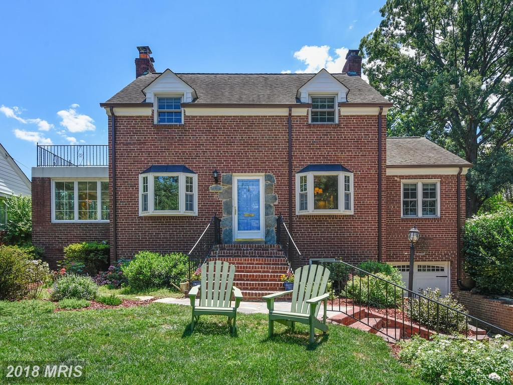 Check Out This House With A Garage Listed In 22305 In Alexandria thumbnail