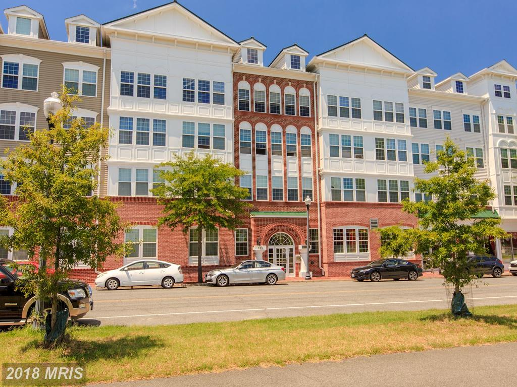 Photographs And Prices Of 21st-Century 1-Bedroom Garden-Style Condos In Northern Virginia At Cameron Station thumbnail