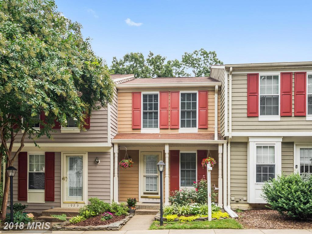 Are You In The Market For A Colonial Townhouse Like 1931 Sagewood Ln? thumbnail