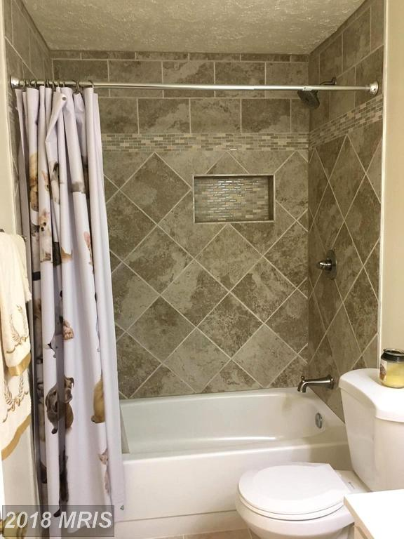 7688 Willow Point Dr #7688, Falls Church 22042