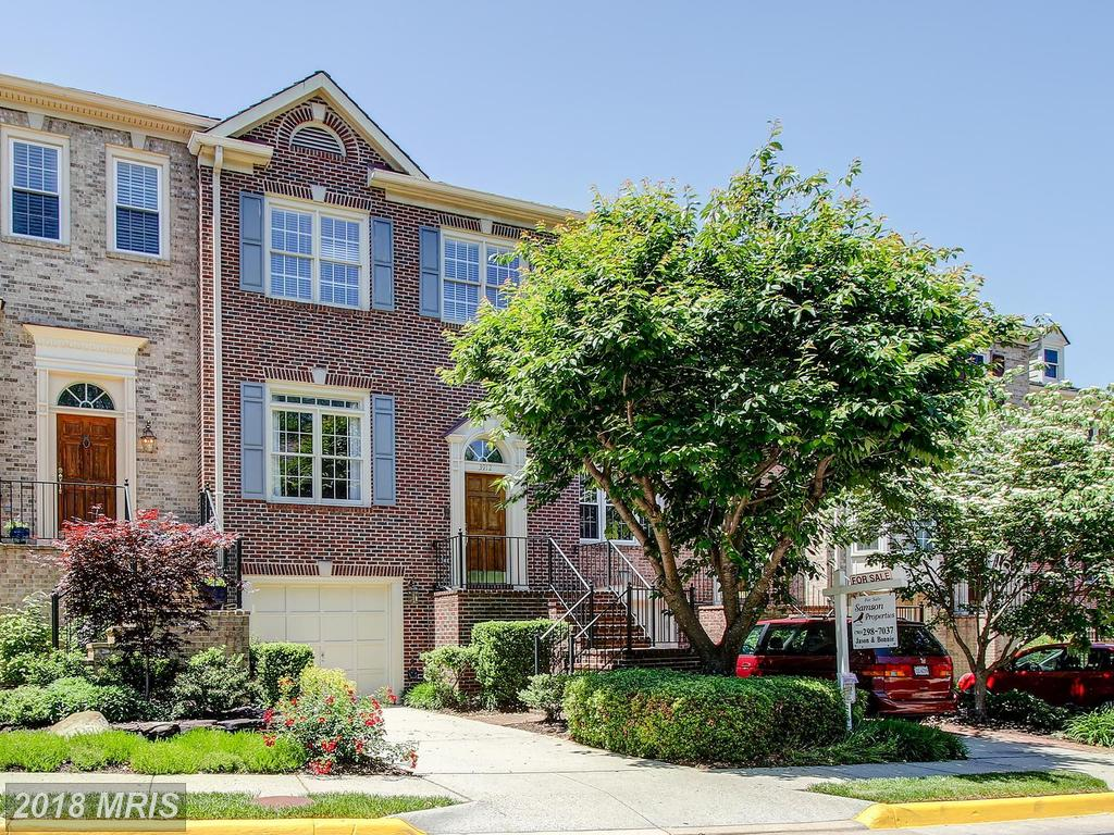 Get A Load Of This 3-BR Townhome For Sale In 22041 In Falls Church thumbnail